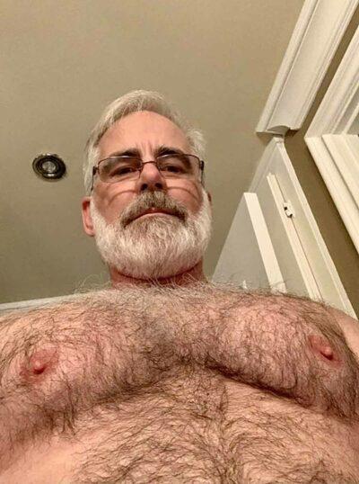 Vieux gay poilu